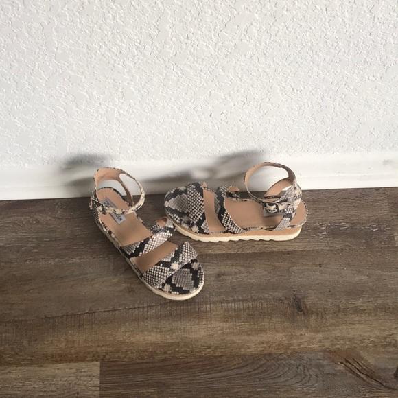 e0f640152364 Steve Madden snakeskin platform sandals. M 5b82d2fd2830952b97f93daa
